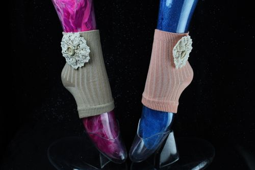 Ivory Lace Floral Flower Button Accented Open Toe Socks (Peach or Natural)