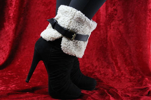 Trendy Leather Buckle Accented Faux Wool Cuff Boot Toppers (Grey & White)