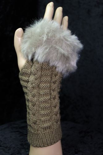 Fur Trimmed Fingerless Gloves Cozy Cableknit Design (Assorted Colors)