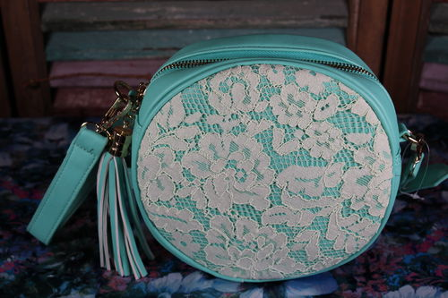 Lace on Mint Green Shoulder Bag with Tassel Accent Round Retro Style