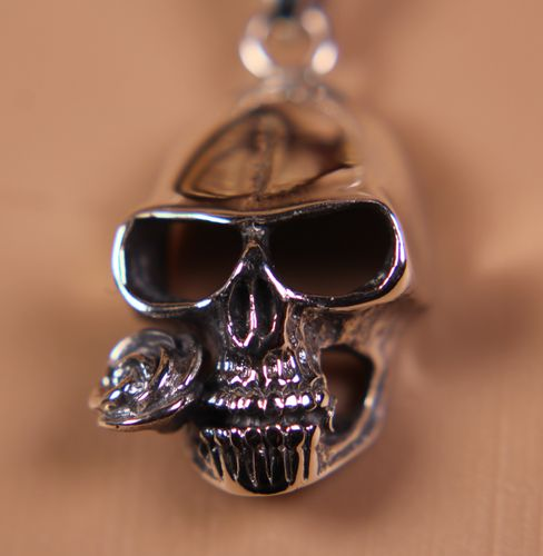 .925 Sterling Silver Skull Pendant with Rose in Teeth